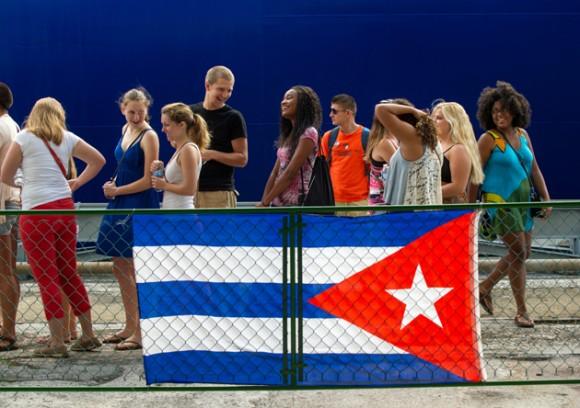 Universitarios norteamericanos visitan la Isla de Cuba, como parte del programa Semestre en el mar. Foto: Yamil Lage/ AFP