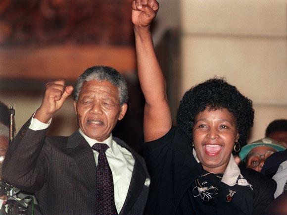 Con Winnie, tras cumplir 27 años de prisión.