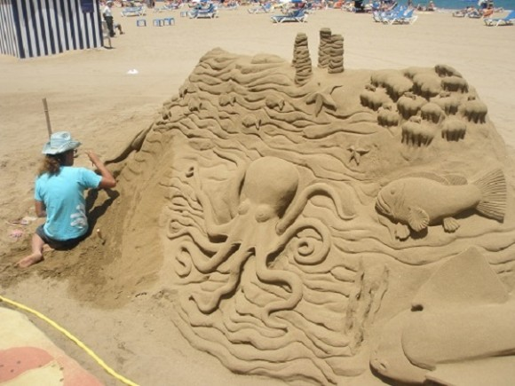 Arte Playero en Playa Las Canteras, en las Palmas de Gran Canarias. Foto: Rolando Enríquez