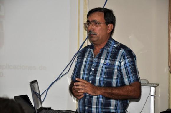 Dr. Glez Santos rememora la figura de Fidel. ante el proyecto. Foto: Roberto Garaicoa Martínez/Cubadebate