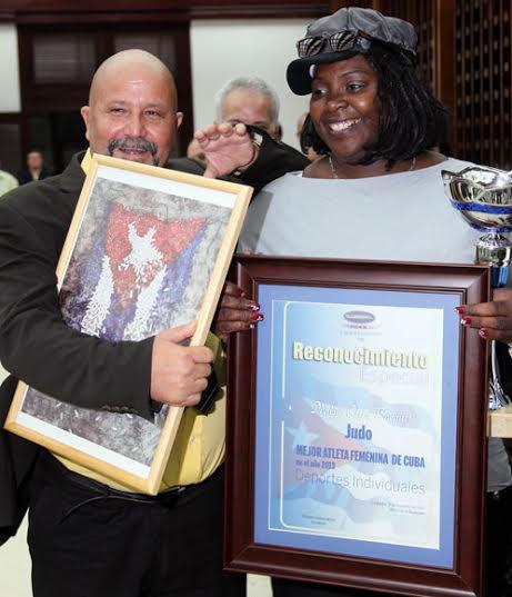 La artemiseña Idalys Ortiz, campeona olímpica en Londres 2012 y monarca ecuménica en 2013 mereció el galardón de Mejor Atleta Femenina del año a punto de concluir.  Foto: Ismael Francisco/Cubadebate.