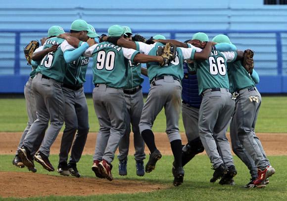 La Isla celebra la victoria. Foto: Ladyrene Pérez/Cubadebate.