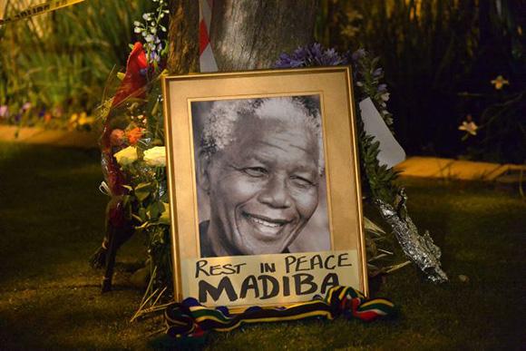 Sudáfrica y el mundo lloran a Nelson Mandela. Foto: AFP.