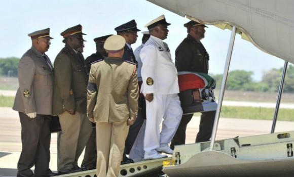 Los restos de Mandela viajaron hacia el sur, rumbo a su aldea natal, donde serán sepultados