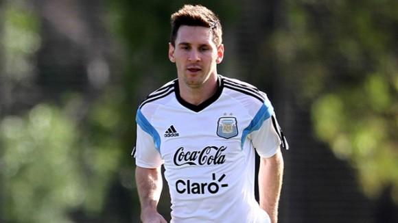Messi evoluciona bien en la recuperación de su lesión