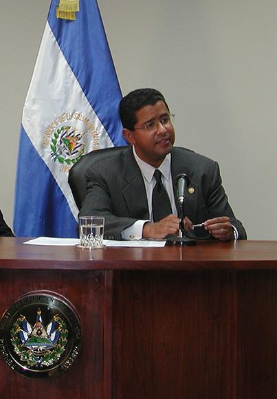 El ex presidente de El Salvador Francisco Flores en una imagen de archivo de AP.