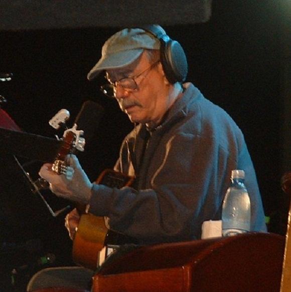 Silvio cantó dos canciones para los niños: Reparador del Sueños y Balada para Elpidio Valdés.