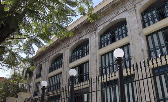 Exterior del Teatro Martí. Foto: Ladyrene Pérez/Cubadebate.
