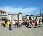 Turistas por La Habana Vieja