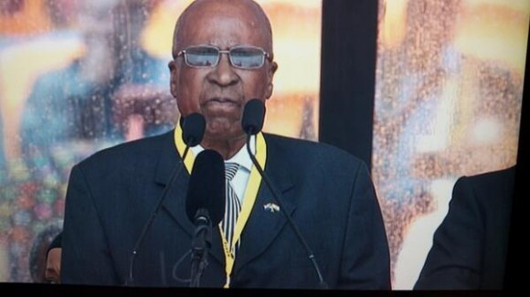 Habla Andrew Mlangeni, amigo de Mandela que estuvo en la cárcel de Robben Island con él. Foto: @dani_interprete /Twitter