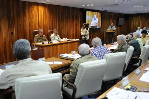 El Presidente cubano Raúl Castro presidió la reunión del Consejo de Ministros. Foto: Granma.