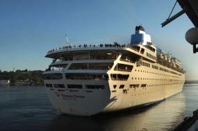 El crucero Thomson Dream en  La Habana. Foto: PL