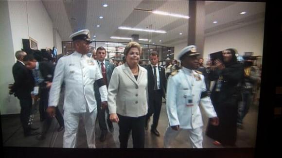 Dilma Rousseff llegando al Soccer City. Foto: Dani_interprete/ Twitter