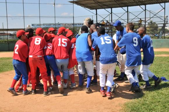 Nueve  niños norteamericanos de entre 10 y 15 años viajaron a Cuba para la filmación después de varios años de gestiones ante el Departamento del Tesoro, debido a las restricciones que impone el bloqueo de Estados Unidos a Cuba.