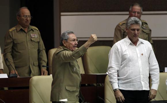 l finalizar su discurso, el presidente cubano dio vivas a Fidel y a la Revolución. Foto: Ismael Francisco/Cubadebate