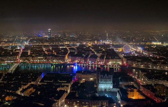 "Vista general del ""Festival de las luces"" en Lyon, Francia. Foto: BRUNO VIGNERON (GETTY IMAGES)"