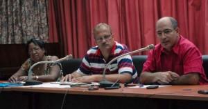Riyaguel Capote Rodríguez (derecha), Eduardo Rivera (centro) y Mariela Frómeta esclarecieron preocupaciones de la población en conferencia de prensa.