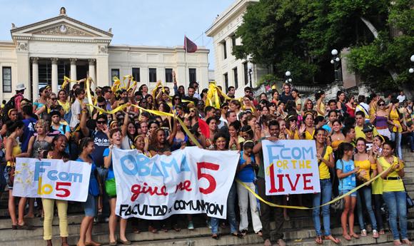 Los estudiantes universitarios también estuvieron presentes en el reclamo por Los Cinco. Foto: Ladyrene Pérez/CUBADEBATE