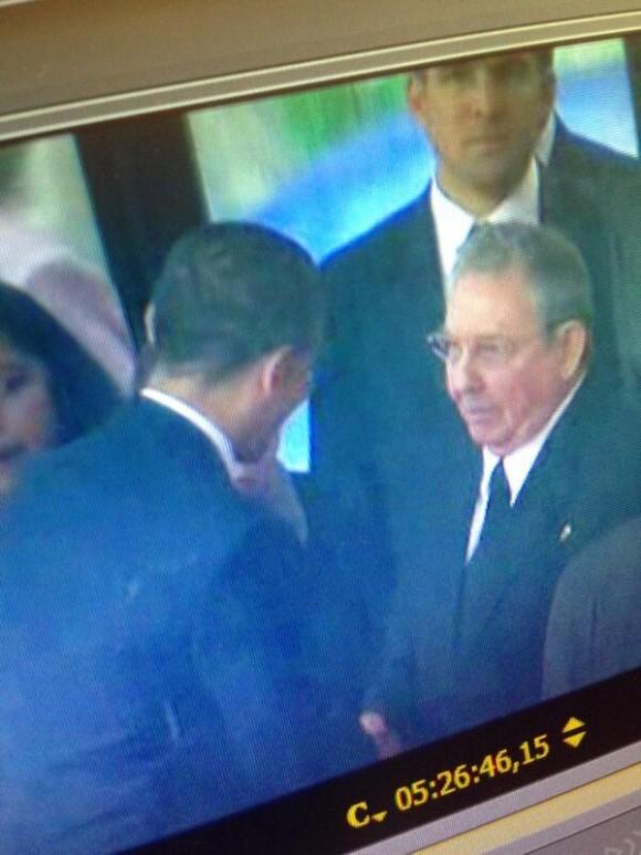 Obama saluda a Raúl: que esta imagen sea el principio del fin de las agresiones de EEUU a Cuba. Foto: Twitter