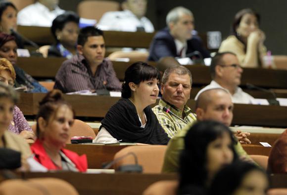 Debate en plenaria de la Asamblea Nacional del Poder Popular. Foto: Ladyrene Pérez/Cubadebate.