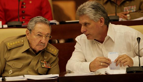 El presidente de los Consejos de Estado y Ministros, General de Ejército Raúl Castro Ruz, y el vicepresidente Miguel Díaz-Canel. Foto: Ismael Francisco/Cubadebate.