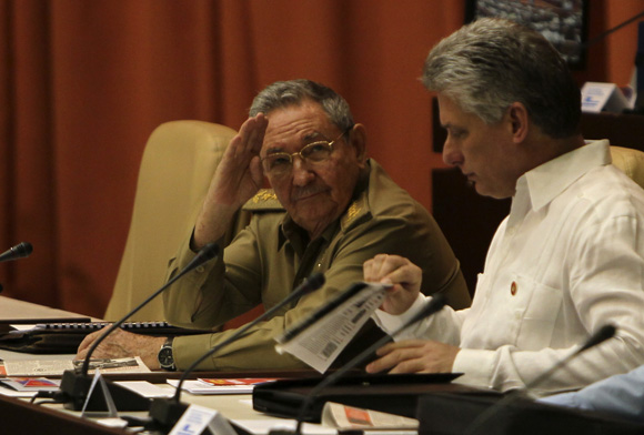 Raúl y Diaz en la asamblea nacional. Foto: Ladyrene Pérez/Cubadebate.