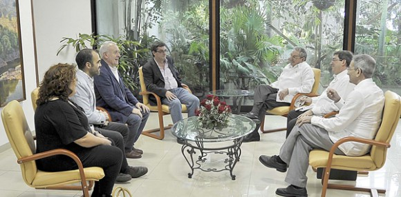 Visita de dirigentes comunistas españoles a Cuba. Foto: Estudios Revolución