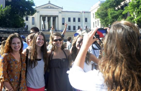Estudiantes universitarios norteamericanos del crucero  Semestre at Sea (Semestre en el Mar), visitan la Universidad de la Habana, Cuba, el 9 de diciembre de 2013. AIN FOTO/Tony HERNÁNDEZ MENA/sdl