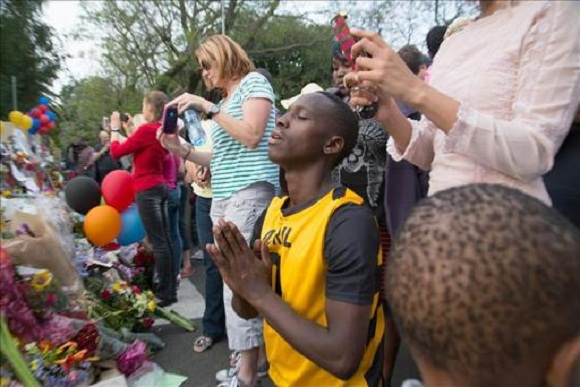 sudafricanos despiden a Mandela