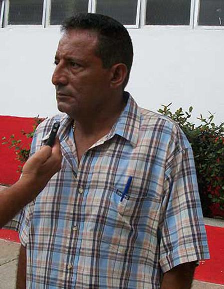 """Al parecer, la drástica medida estuvo condicionada por la enérgica reacción de las aficiones tunera y cubana, y por las múltiples críticas que emitieron los medios de prensa nacionales, sobre todo la Mesa Redonda del pasado jueves, en la que el director del béisbol cubano, Higinio Vélez Carrión, calificó de """"falta de respeto y de ética"""" lo acontecido en el Latino. Foto: Tomada de http://miesquinacaliente.wordpress.com"""