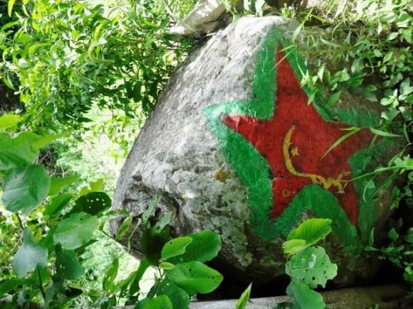 La piedra donde se parapetó el Che durante su último combate. No había otra a los alrededores por lo que no dudamos de la afirmación. Foto: Kaloian.