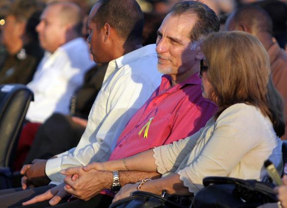 René González y Olga Salanueva en el acto por el 55 Aniversario de la entrada de Fidel a La Habana. Foto: Ismael Francisco/Cubadebate.
