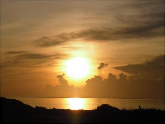 El primer amanecer en Cuba. Salida del Sol en Maisí. Foto: Alexander Cadena Matos, Profesor del Centro Universitario Municipal