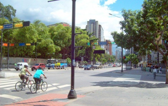 Avenida José Martí, en Chacaito, Caracas, Venezuela. Foto  Héctor Valdés Domínguez