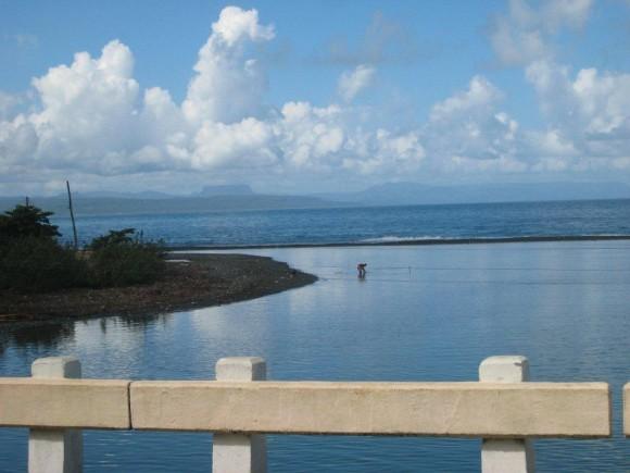Boca del Río Yumurí con tibaracón y Yunque al fondo. Foto: Ariel Cisneros