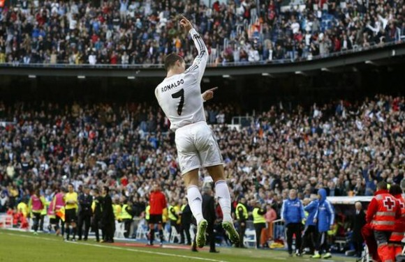 Cristiano celebra el gol que puso delante a su equipo ante el Santiago Bernabéu.