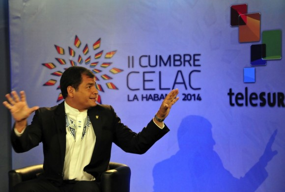 Rafael Correa en entrevista con Arleen Rodríguez, para Telesur. Foto: Rafael Correa/ Cubadebate