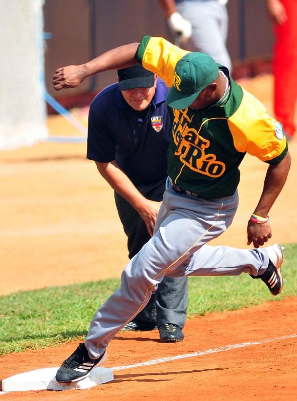 Juego de las Estrellas de Béisbol en la Isla de la Juventud Pruebas de Habilidades. Reinier León (PR) ganó en la vuelta completa al cuadro. Foto: Ricardo López Hevia/Cubadebate