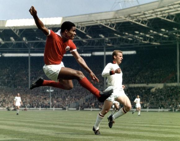 Eusebio y Giovanni Trapattoni en la final de la Copa de Europa del 63, Wembley.