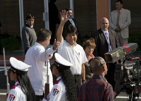 La llegada de Evo Morales a La Habana para participar en la Cumbre de la CELAC. Foto: Ramón Espinosa/ AP