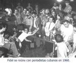 Fidel se reune con periodistas cubanos en 1960.