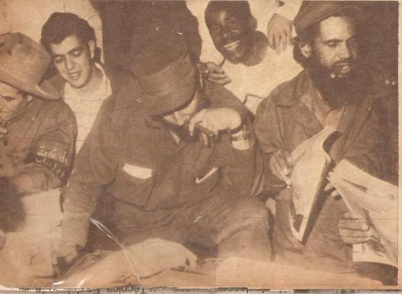Garcy, el rebelde de copia barba, al lado de Fidel durante una visita del Comandante en Jefe a la Revista Bohemia en los primeros días del triunfo. Foto: cortesía personal de combatiente Pablo Humberto Garcy Castro.