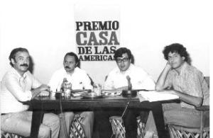 José Emilio Pacheco en la Casa de las Américas en 1981 (en el centro) junto a Fayad Jamís (a su izquierda) y Juan Gelman (extrema izquierda). A la derecha  Antonio Cisneros. Foto: Archivo de Casa de las Américas/Cubadebate