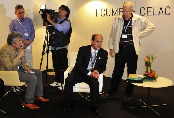 Sierra conversa con periodistas acreditados a la Cumbre. Foto: Ladyrene Pérez/ Cubadebate