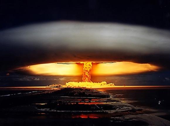 Explosión de la Bomba Zar (reconstrucción) en el campo de pruebas soviético del archipiélago de Nóvaya Zemliá. © wallpaperup