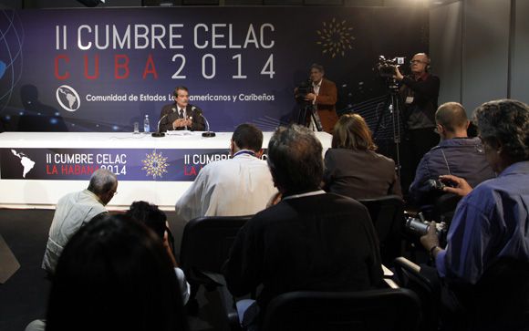 Abelardo Moreno con la prensa. Foto: Ismael Francisco/ Cubadebate