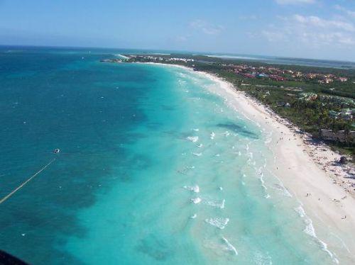 En el 2014 se introduce el impuesto por el uso de las playas en algunas zonas costeras del país como Cayo Coco