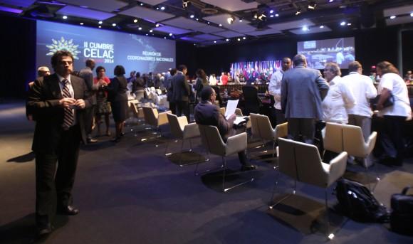 Los coordinadores se van acomodando en sus puestos. Foto: Ismael Francisco/ Cubadebate