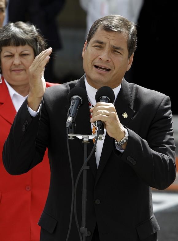 El Presidente Rafael Correa tras su llegada a Cuba para participar en la Cumbre de CELAC. Foto: Franklin Reyes/ AP