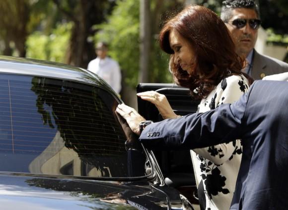 Momento en que Cristina Fernández salía del Hotel Nacional al encuentro con Fidel. Foto: AP